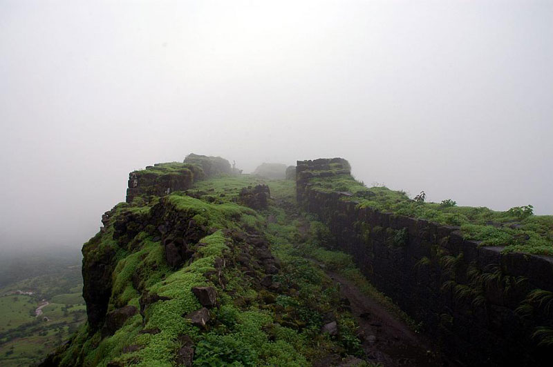 7 Difficult Treks in Maharashtra, India That Will Delight Adventure Travel Enthusiasts